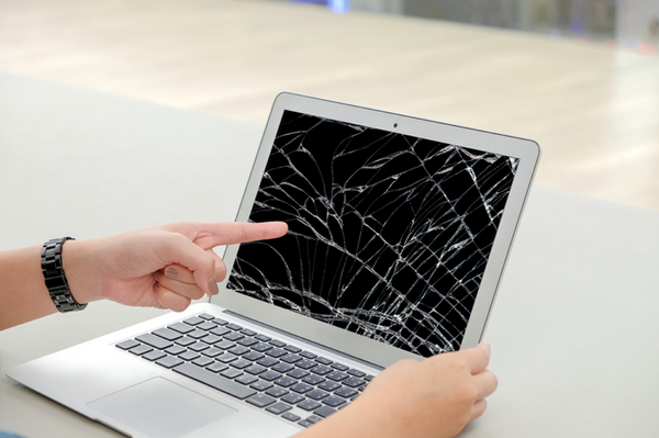 Someone-points-at-their-very-cracked-MacBook-screen