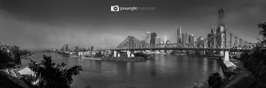 brisbane city story bridge fog