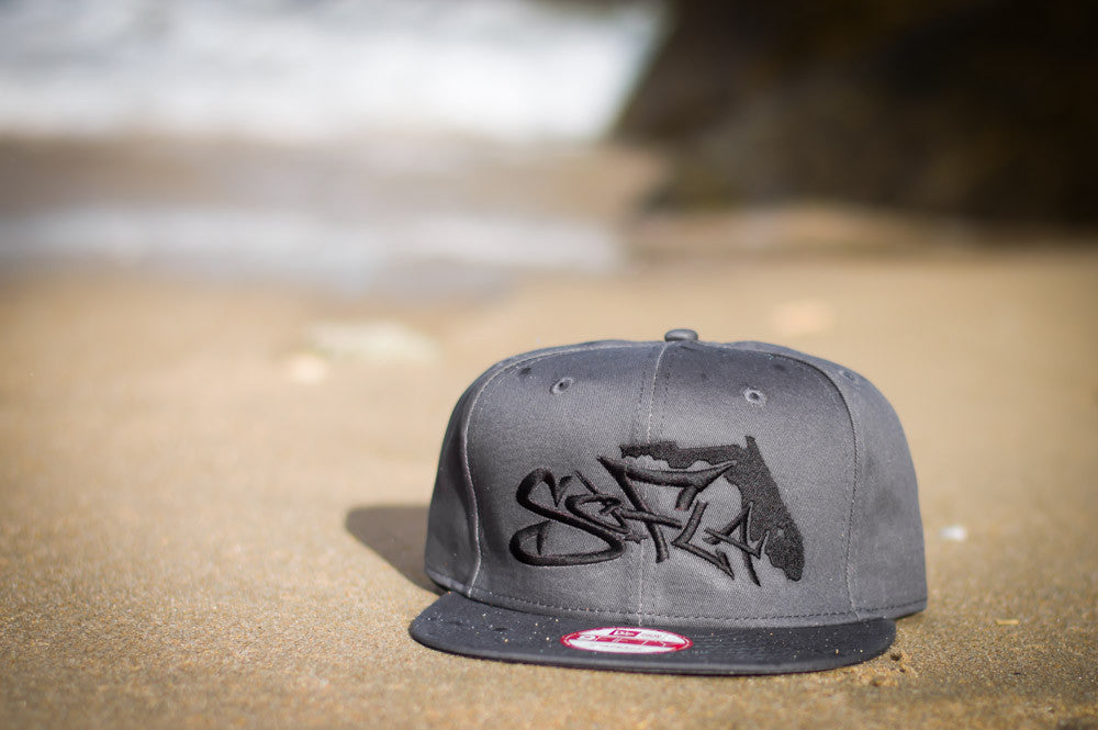 Snapback Charcoal Grey/Black Stiching