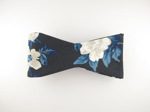 Floral Bow Tie, Navy Rose en Bloom, Flat End