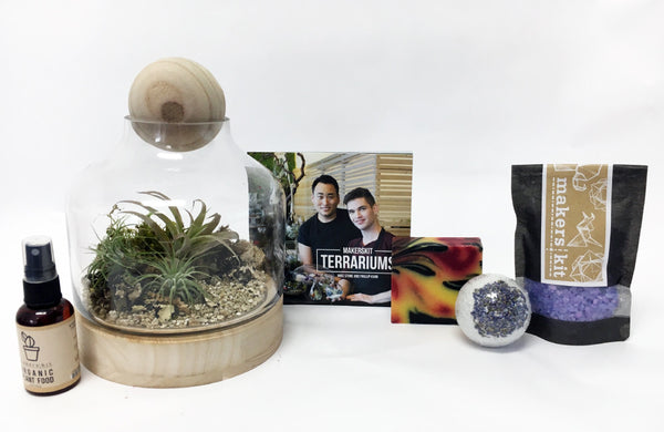 Gift Pack | Premium Hand-Blown Glass & Wood Air Plant Terrarium + Guidebook