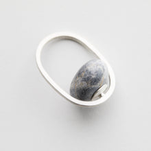 "Load image into Gallery viewer, Millie Behrens, ""Pebbles ring Embrace"", sølv"