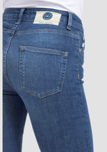 Load image into Gallery viewer, Mud Jeans Skinny Hazen Pure Blue