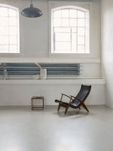 Load image into Gallery viewer, PV Lounge Chair, Røket eik/sort skinn