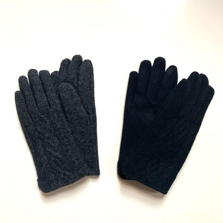 Cable Knit Touchscreen Glove