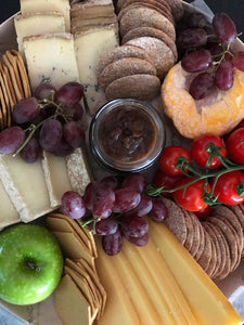 cheese crackers chutney fruit