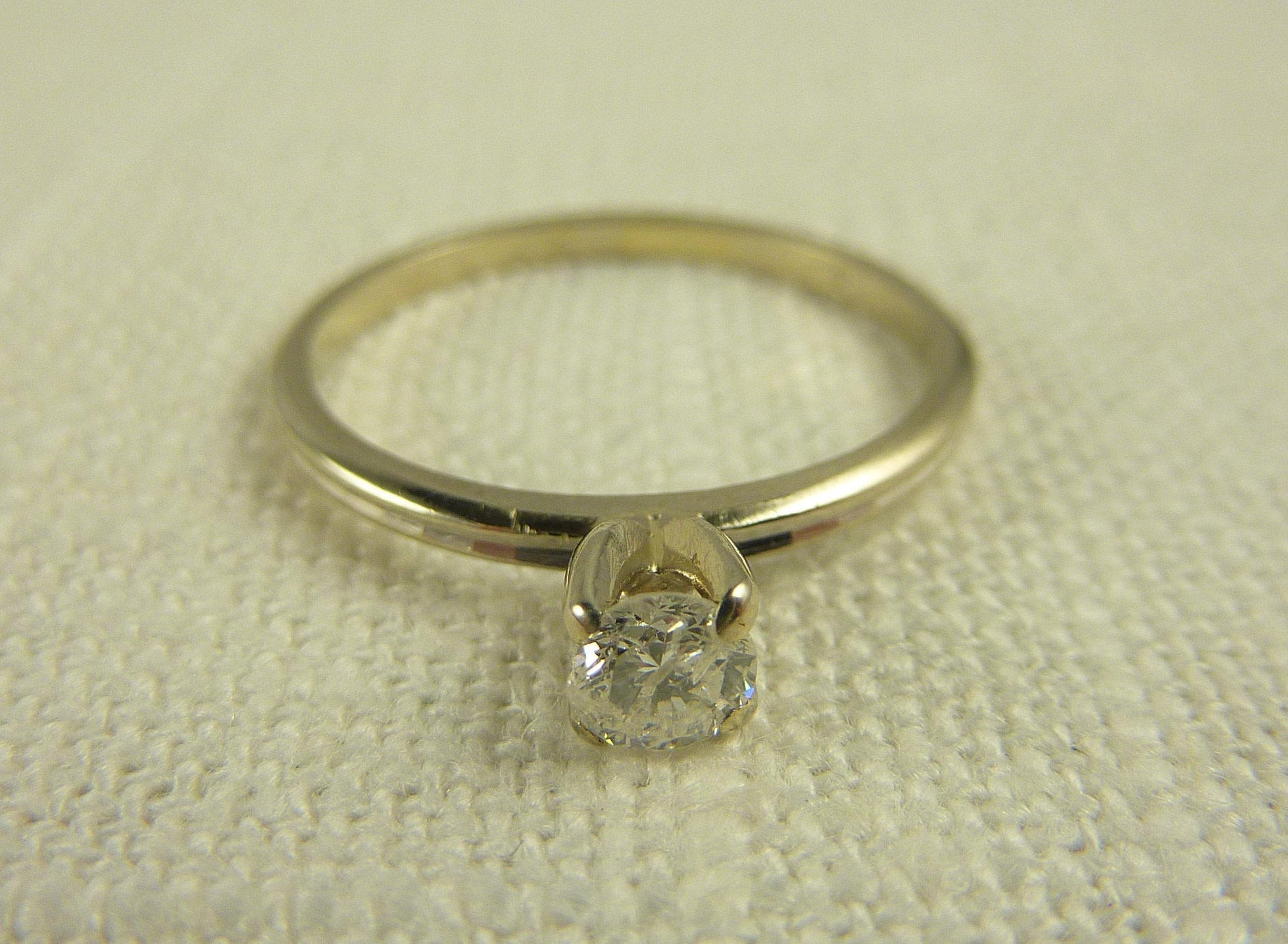 Size 7.5 Vintage 14K White Gold and .25 CT Diamond Ring