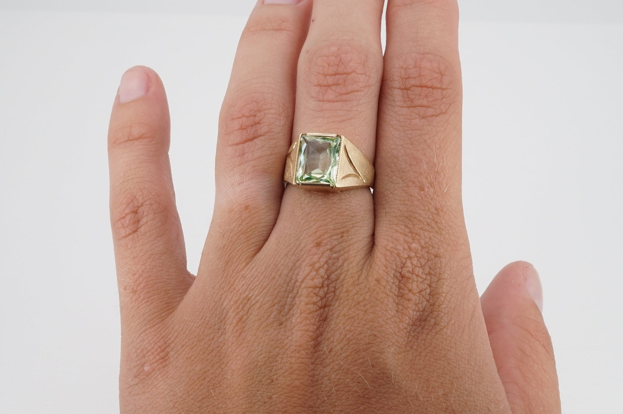 size 6 vintage 10k gold green zircon ring