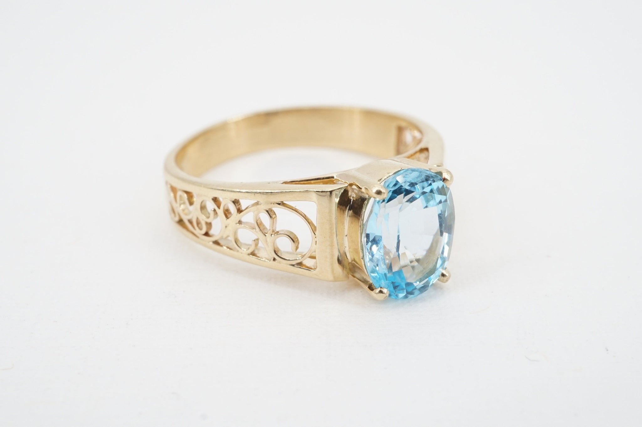 size 6 vintage 14k gold blue topaz ring - ww