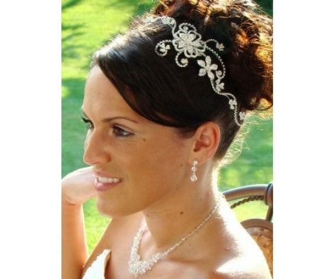 Buy Bridal Hair Accessories Online And Pamper Your Perfect Self