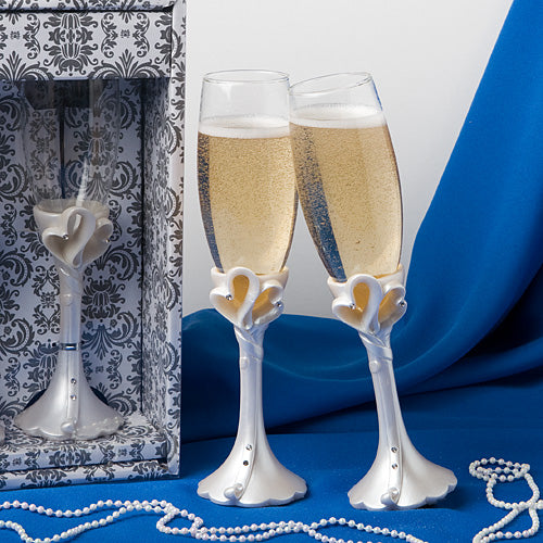Interlocking Hearts Design Toasting Flutes