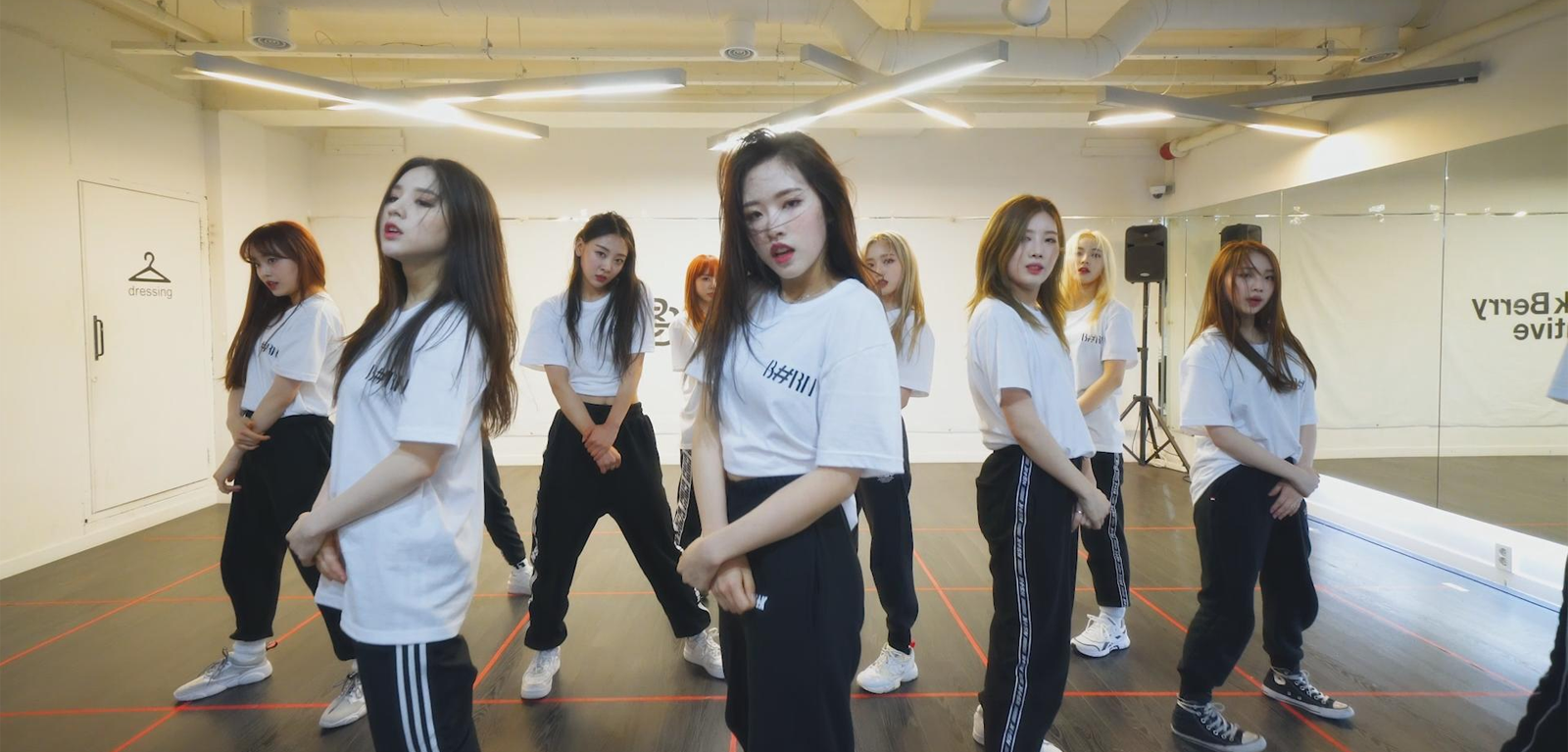 "LOONA makes a dance cover of ""FIRE"" of BTS"
