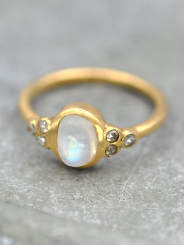14K Golden Moonbeam Ring - LUNESSA