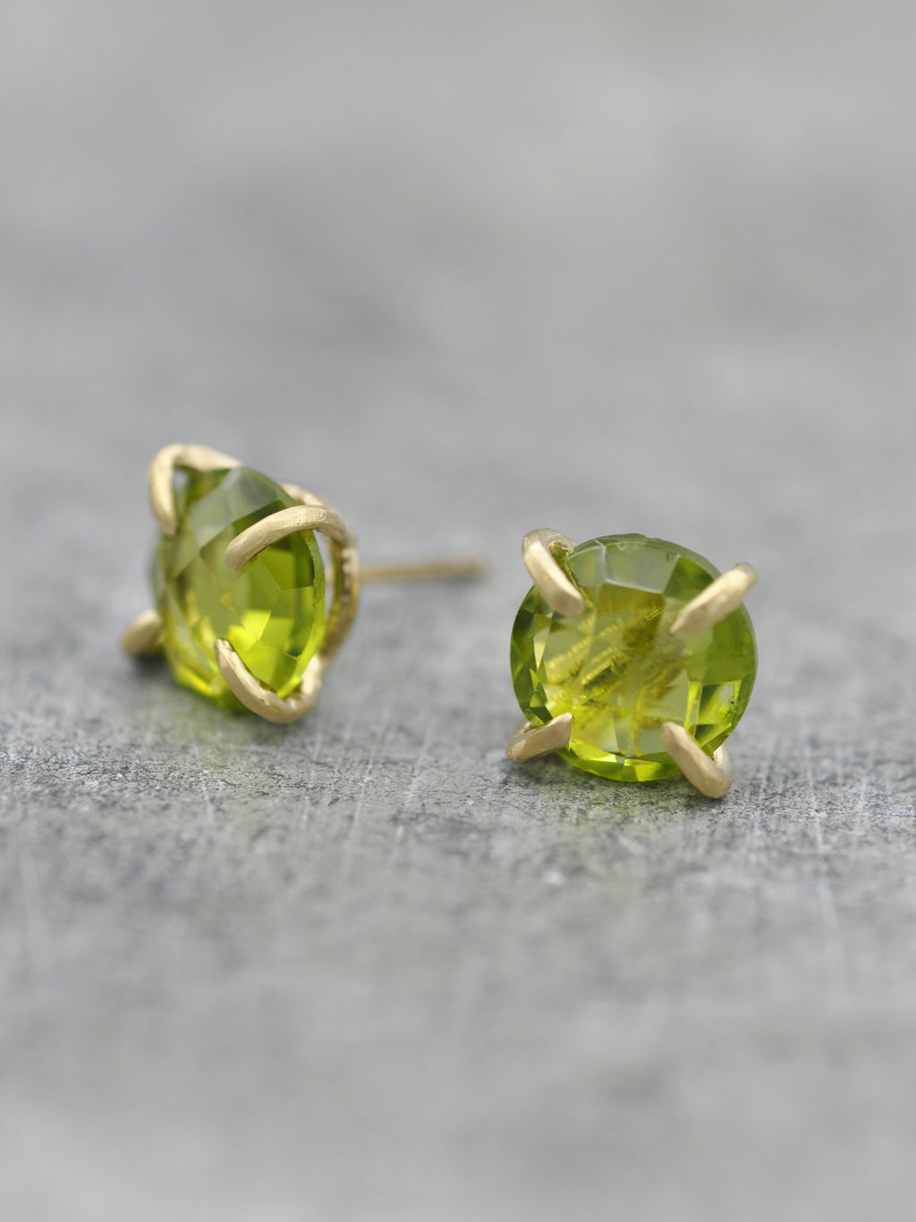 14K 8mm Peridot Claw Post