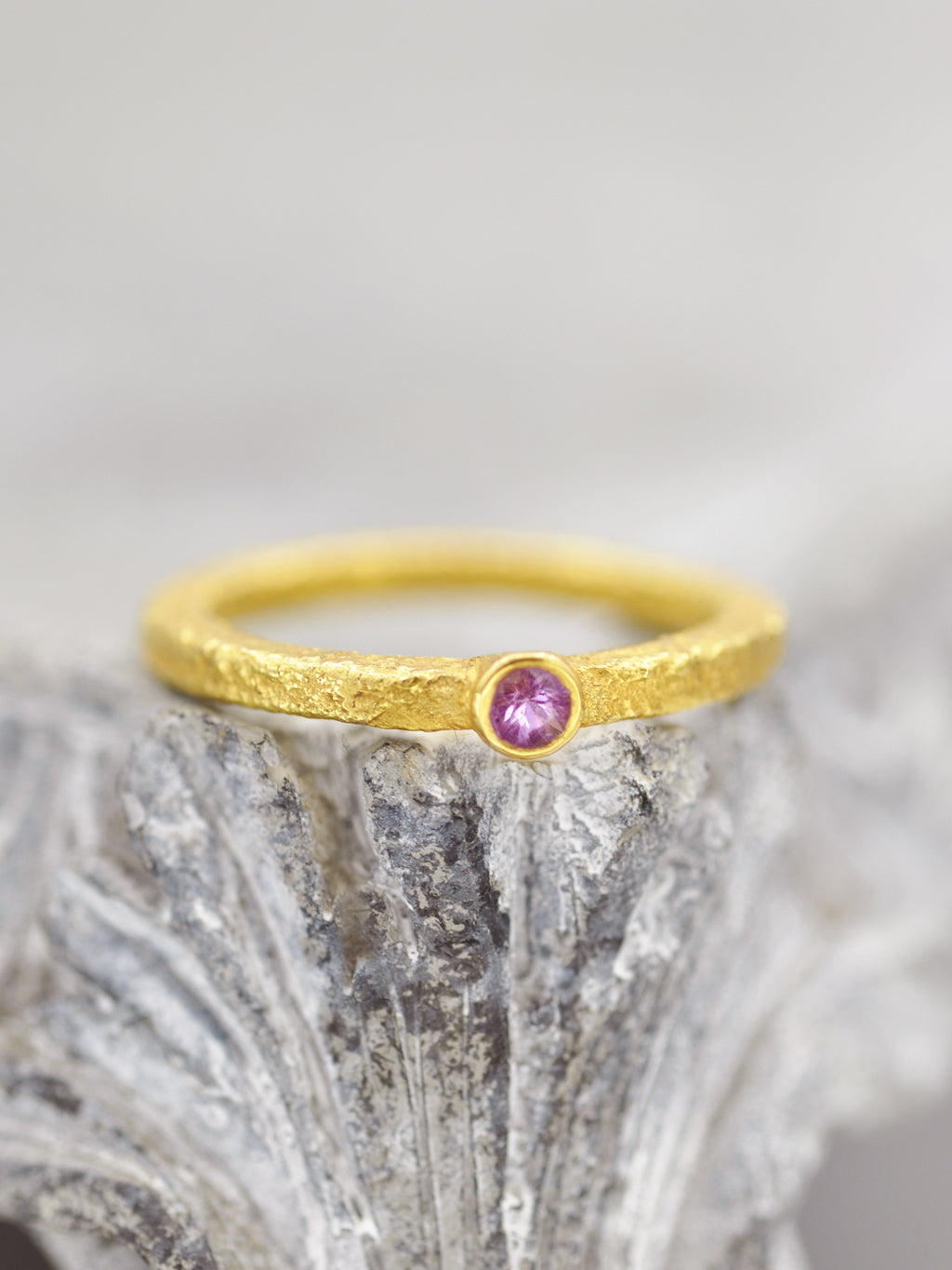 18K Yellow Gold Pink Sapphire Solitaire Ring