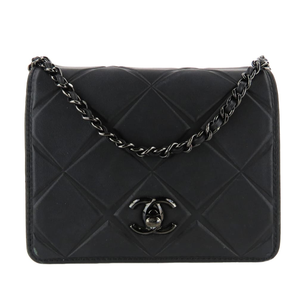 Chanel Black Smooth Leather Diamond CC Turnlock Mini Propeller Crossbody Bag - Crossbodies