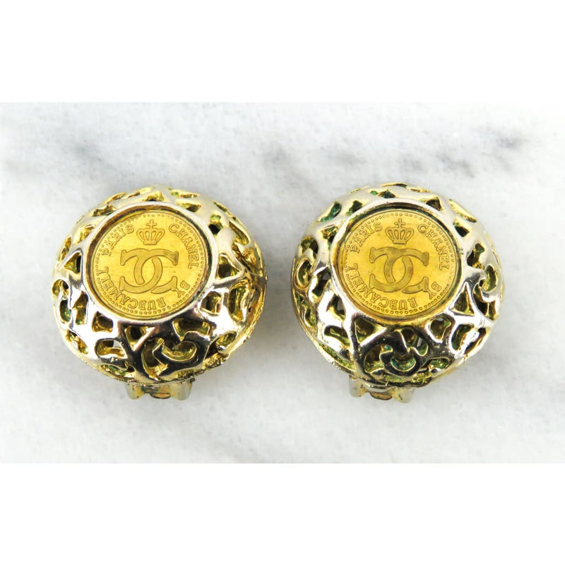 Chanel Gold-tone Rubcamell Logo Clip On Earrings - Earrings