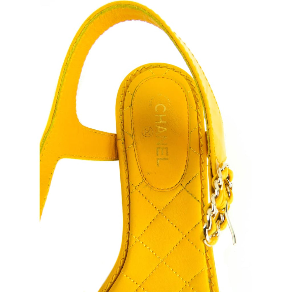 1eb326500 Chanel Yellow Quilted Leather Chain Detail Logo Thong Sandals – Mosh Posh  Designer Consignment Boutique