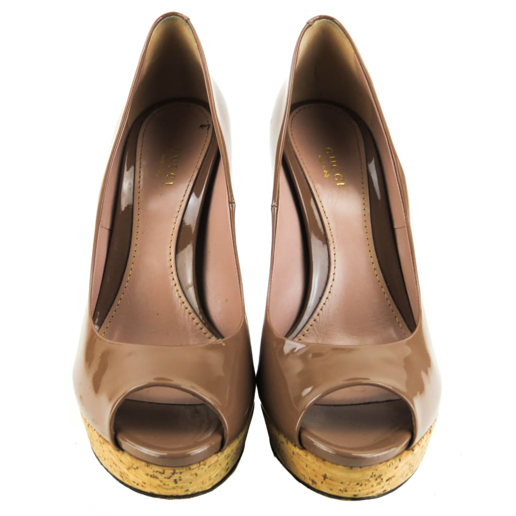 Gucci Beige Patent Leather Lizbeth Cork Peep Toe Platform Pumps - Heels