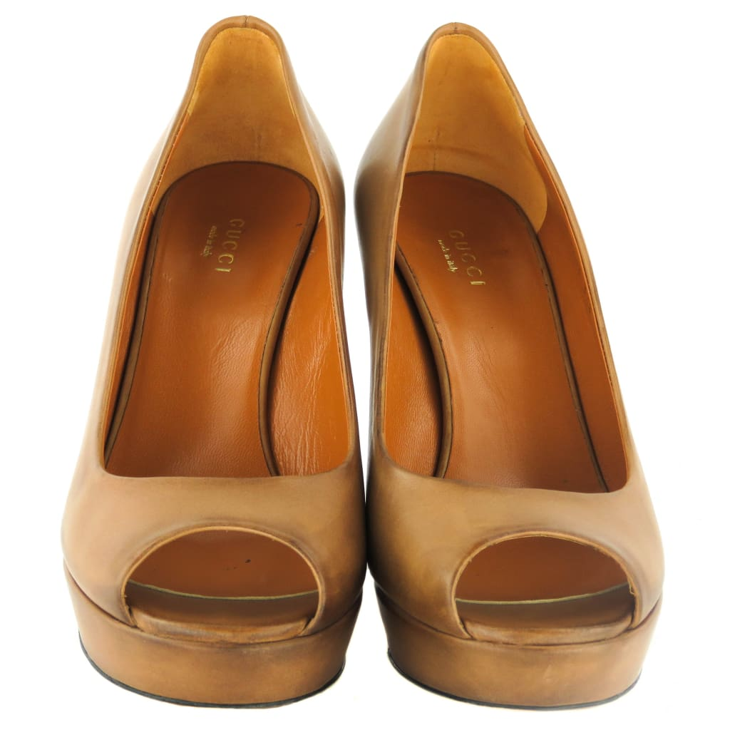 Gucci Tan Leather Saddle Soft Tamponato Peep Toe Platform Pumps - Heels