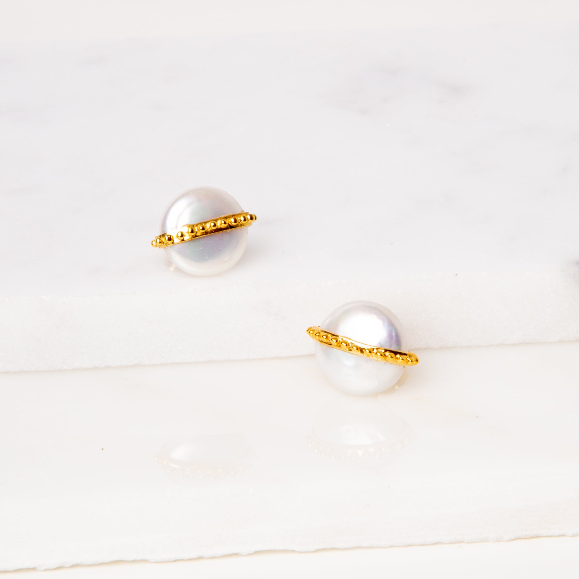 Coin Pearl Earrings / Dot