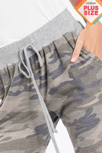 Load image into Gallery viewer, Camo Joggers - Curvy