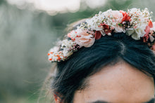 "Laden Sie das Bild in den Galerie-Viewer, Flowercrown ""Eugénia"""