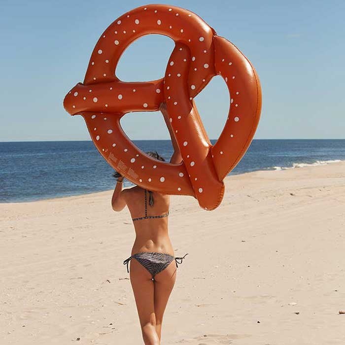 Giant Pretzel Pool Float - OddGifts.com