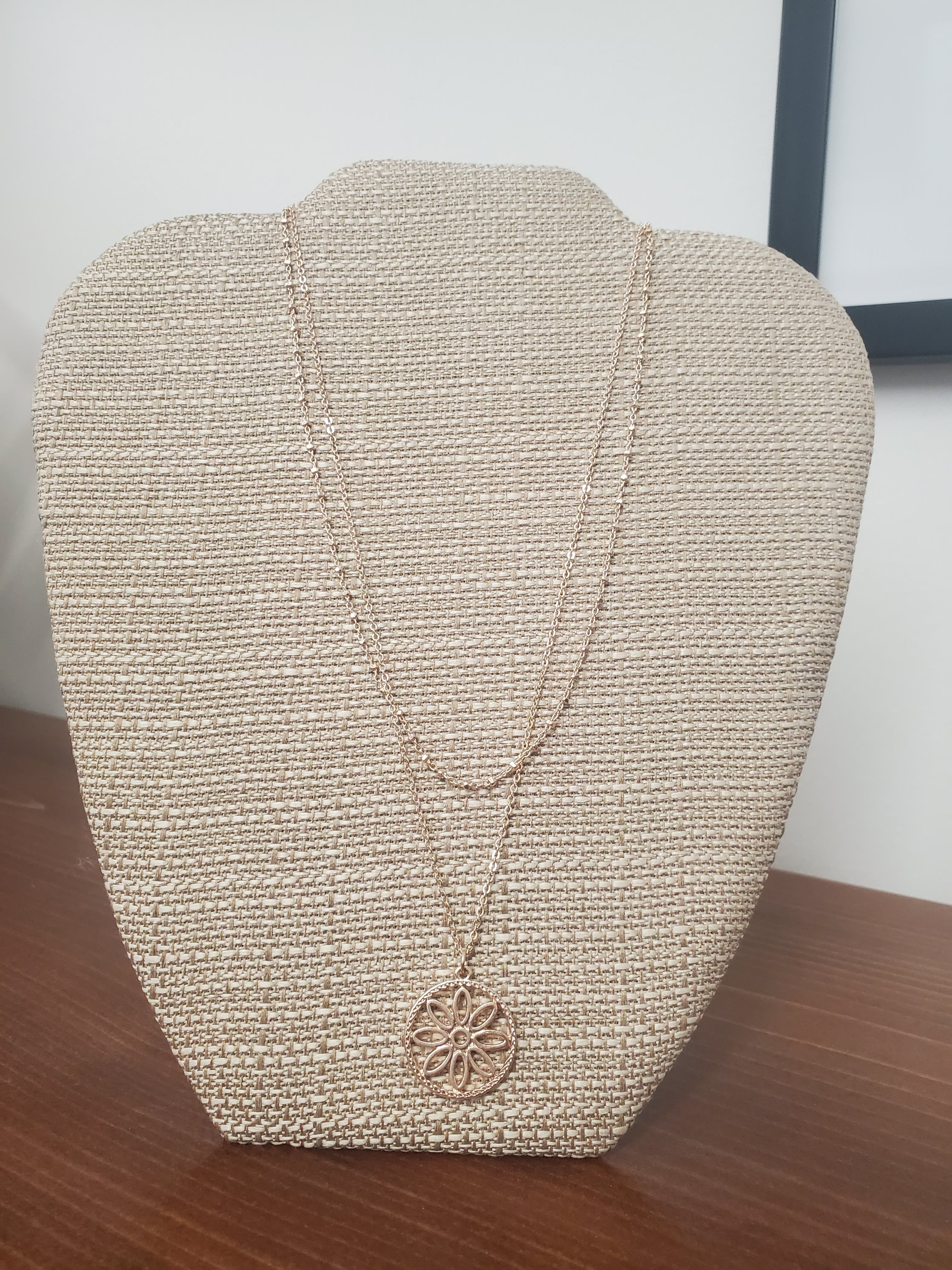 Rose Gold Daisy Necklace