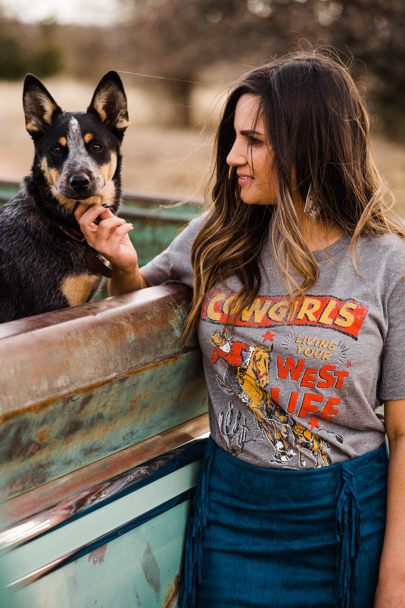 COWGIRLS LIVIN' YOUR WEST LIFE LIGHT TEE