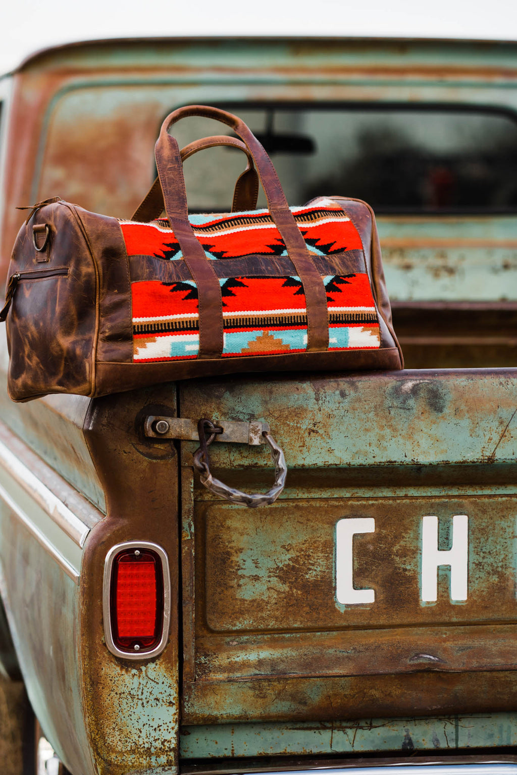 TRAVELIN' COWBOY DUFFLE BAG (TURQUOISE/RED/BLACK AZTEC)