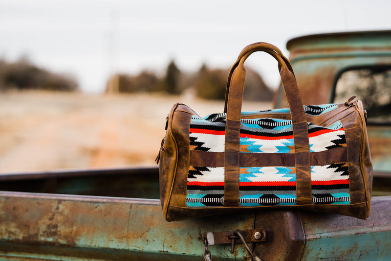 TRAVELIN' COWBOY DUFFLE BAG (TURQUOISE/WHITE AZTEC)