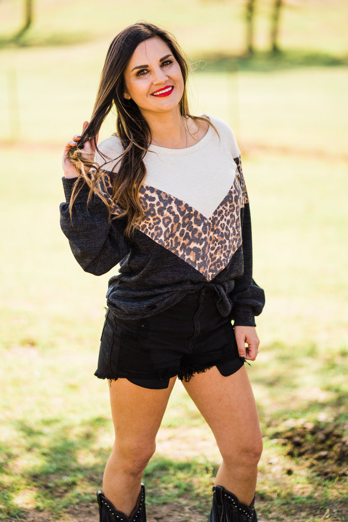 LEOPARD CHEVRON CUT TOP
