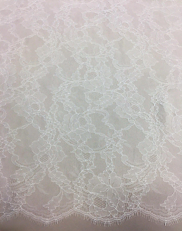 Fine Chantilly lace (1117) Greige