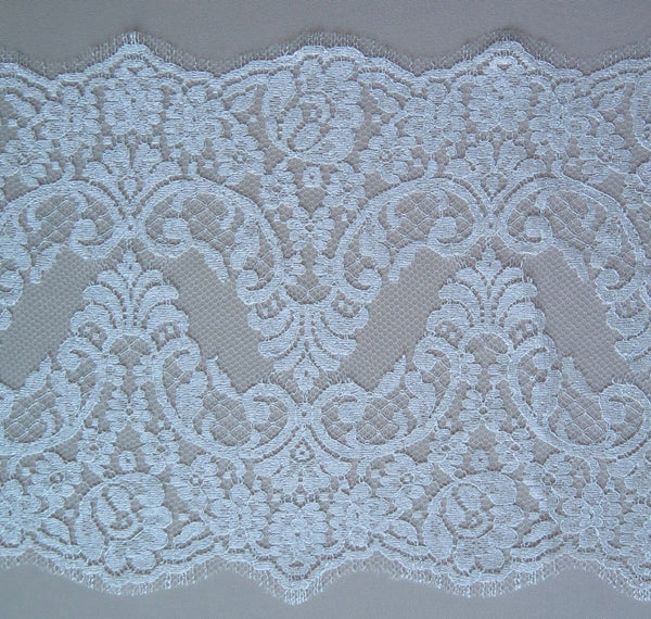 Fine Chantilly laceTrim (1151t) Ivory