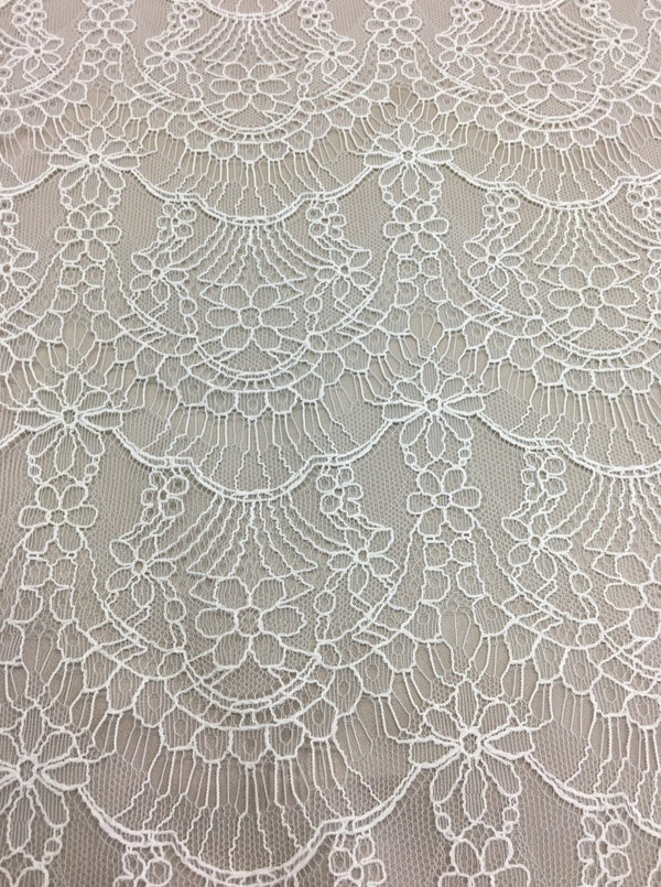 Scalloped Fine Lace (1587) Silk White