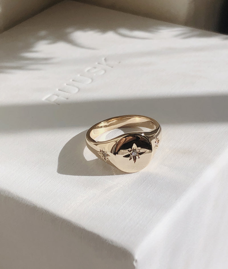 3 Star-set Small Signet ring