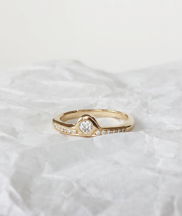 Diamond Moon Rising ring
