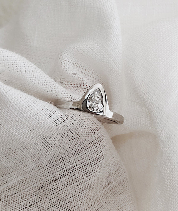 0.3ct Diamond Alma ring