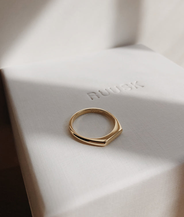 Tiny Signet ring