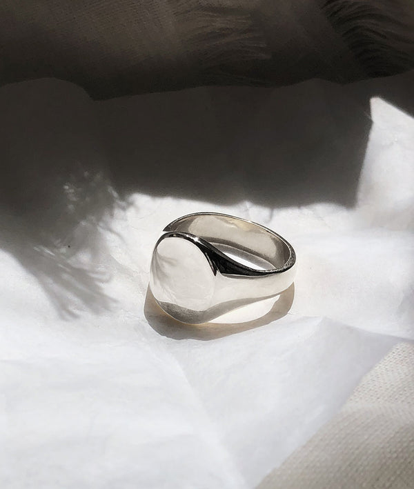 Classic White Gold Signet ring