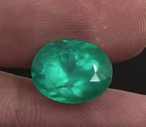 Dazzling Intense Green Colombian Emerald - 4.27 Carats (IGI)