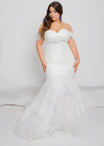 Gorgeous bridal gowns for all body shapes: plus size, curvy, or petite brides. Try on our wedding dresses at home. Size 0-30. Comfortable. Convenient. Fun. Lace or satin. Mermaid or A-line.The sweetheart top allows for further customization with off-the-shoulder sleeves.The way this lace pleating slims the body down into the beautifully-detailed lace trumpet is everything we would want in a skirt and more.