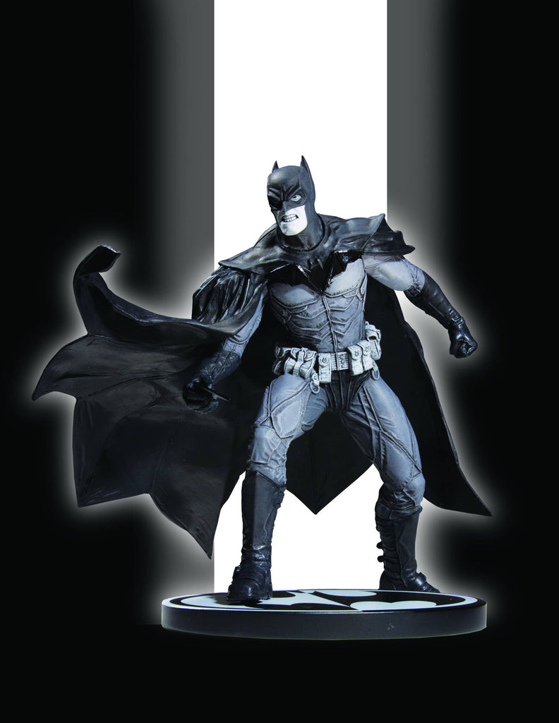 Batman: Black and White Statue – Batman by Lee Bermejo