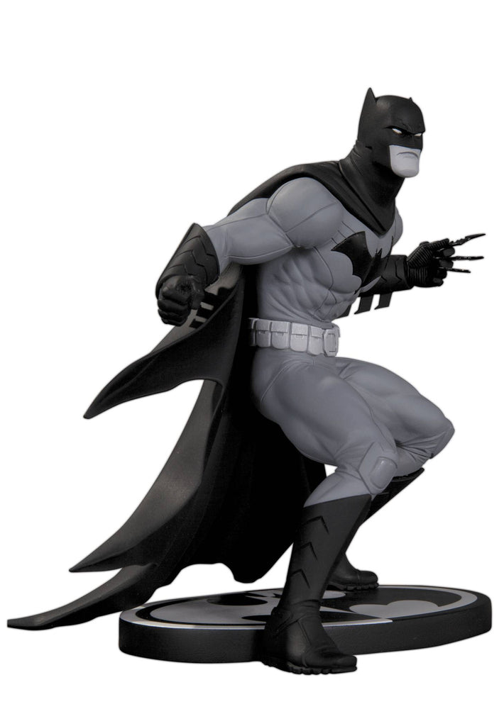 Batman: Black and White Statue – Batman by Greg Capullo