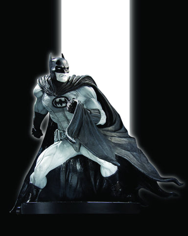 Batman: Black and White Statue – Batman by David Finch