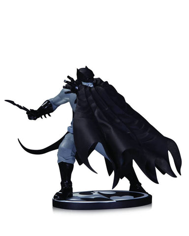 Batman: Black and White Statue – Batman by Dave Johnson
