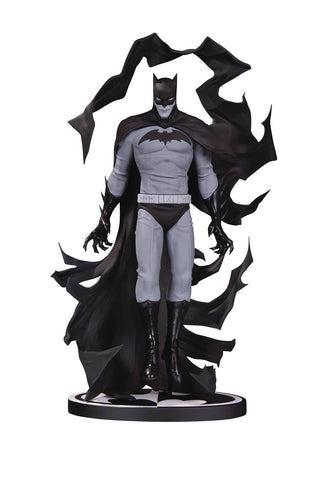 Batman: Black and White Statue – Batman by Becky Cloonan