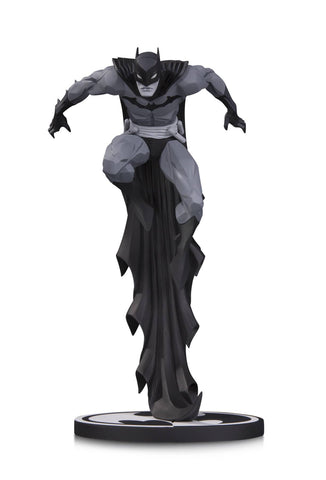 Batman: Black and White Statue – Batman by Jonathan Matthews