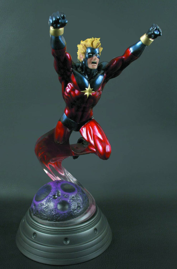 Captain Marvel Full-Size Statue (1970's Classic Action Version)